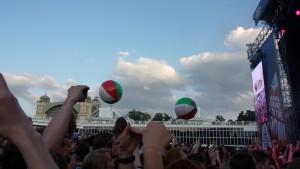 Nad hlavami návštěvníků lítali obří balóny.
